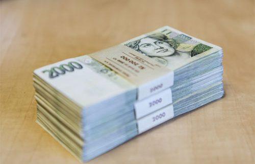 Balík peněz - ilustrační foto